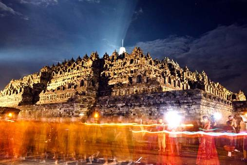 Borobudur-temple-night.jpg
