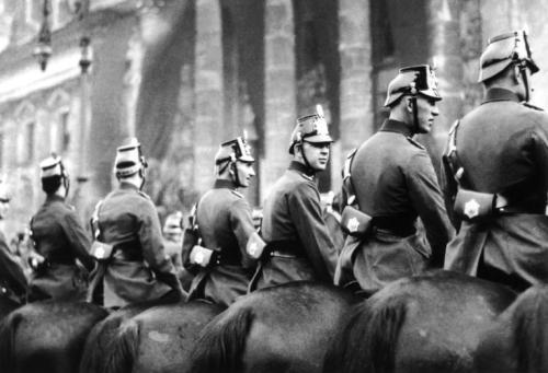 Aufnahmedatum: 1925Aufnahmeort: BerlinSystematik: Geschichte / Deutschland / 20. Jh. / Weimarer Republik / Öffentliche Dienste / Polizei / Einsatz / Berlin / Allgemeines